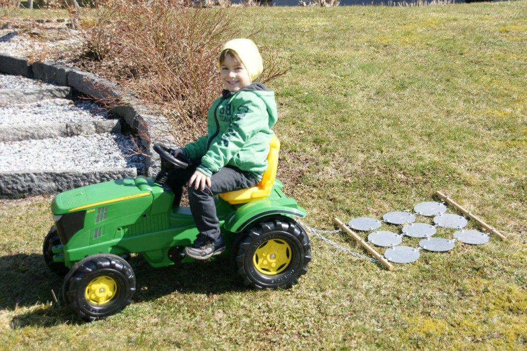 little-farmer-wiesenegge-fuer-tretetraktoren